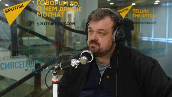 Спортивный телекомментатор Василий Уткин