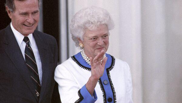 Президент США Джордж Буш с супругой Барбарой. Архивное фото