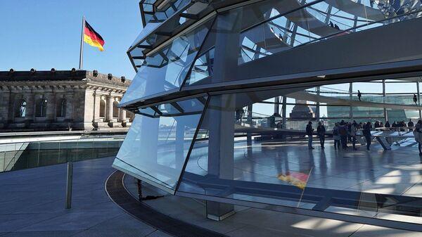 Флаг над зданием Рейхстага в Берлине