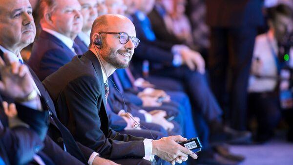 Немецкий политик Андреас Маурер в свою очередь объяснил угрозы в адрес форума завистью, отметив беспомощность украинского руководства.