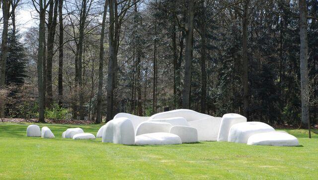 Скульптурные композиции в парке Де-Хоге-Велюве (Нидерланды)