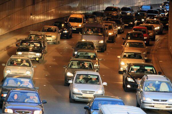 Многокилометровые пробки образовались на всех выездах из Москвы