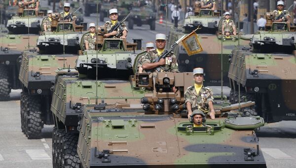 Военный парад на Елисейских полях в Париж
