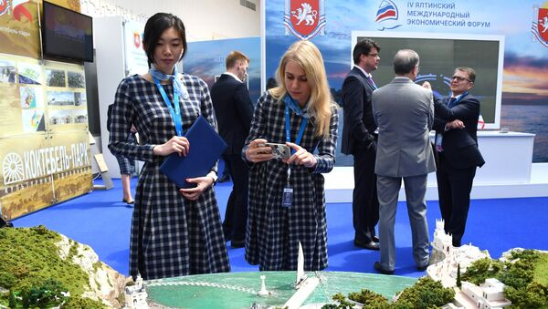 Иностранные гости ЯМЭФ не боятся санкций со стороны Украины, заявили крымские власти и поблагодарили Киев за дополнительную рекламу форуму.