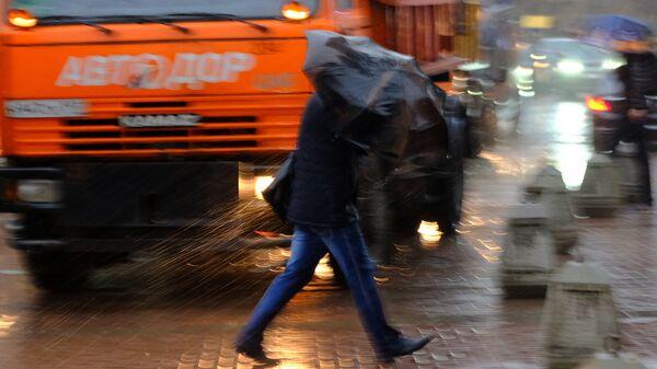 Пешеходы на улице в Москве. Архивное фото
