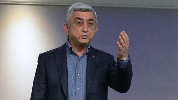 Премьер-министр Серж Саргсян во время встречи с Николом Пашиняном