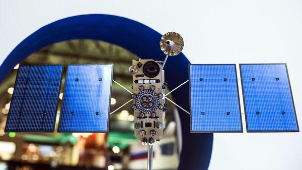 Макет российского космического аппарата серии Глонасс-К. Архивное фото
