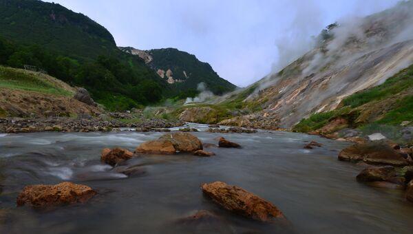 Река Гейзерная в Долине Гейзеров в Кроноцком государственном природном биосферном заповеднике на Камчатке