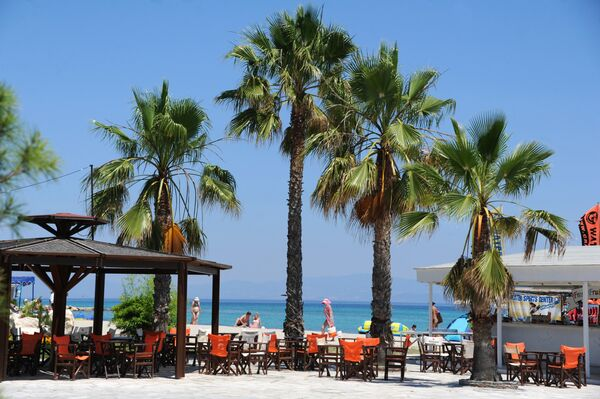 Пляж на побережье Эгейского моря. Греция, Халкидики, полуостров Кассандра