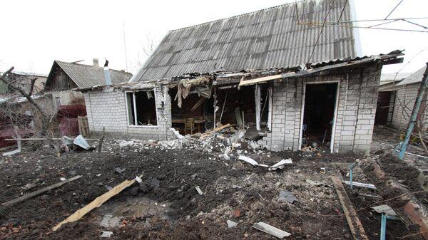 Частный жилой дом в Донбассе, пострадавший в результате обстрела. Архивное фото