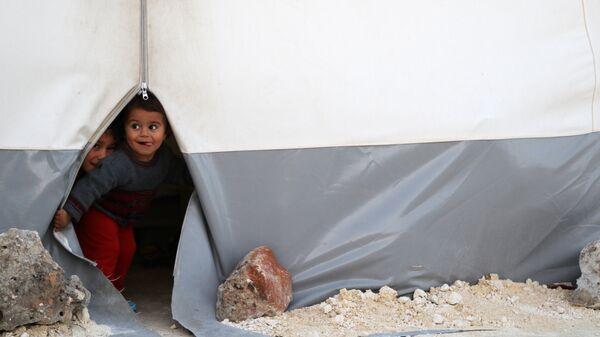 Дети, эвакуированные из Восточной Гуты, в лагере Баб-аль-Хава в сирийской провинции Идлиб
