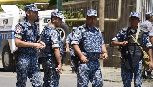 Сотрудники правоохранительных органов Армении в Ереване. Архивное фото