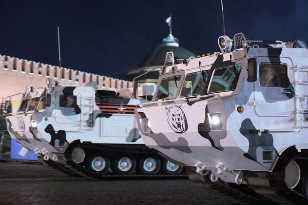 Арктический комплекс ПВО Тор-М2ДТ на базе вездехода ДТ-30 на репетиции военного парада на Красной площади, посвященного 73-й годовщине Победы в Великой Отечественной войне