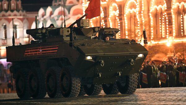 Бронетранспортер (БТР) на колесной платформе Бумеранг на репетиции военного парада на Красной площади, посвященного 73-й годовщине Победы в Великой Отечественной войне