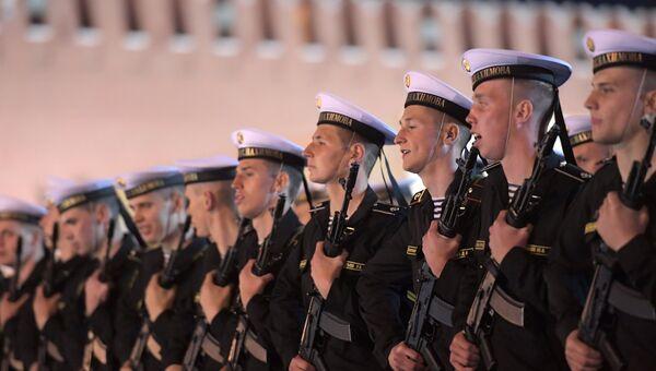 Военнослужащие парадных расчетов на репетиции военного парада на Красной площади, посвященного 73-й годовщине Победы в Великой Отечественной войне