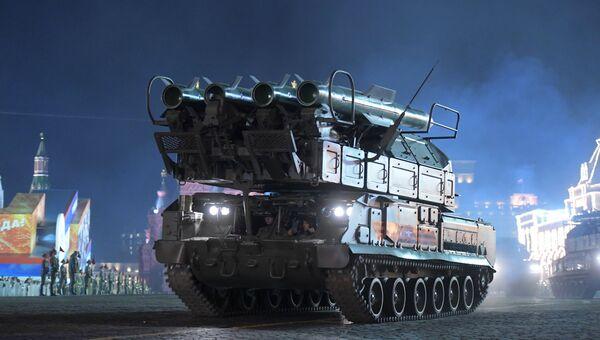 Зенитно-ракетный комплекс БУК-М2 на репетиции военного парада на Красной площади, посвященного 73-й годовщине Победы в Великой Отечественной войне
