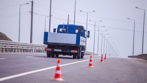 Испытание российского беспилотного автомобиля на подходах к Крымскому мосту