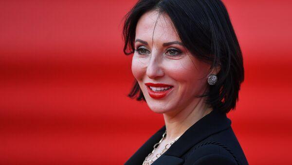 Заслуженная артистка России, певица, телеведущая Алика Смехова
