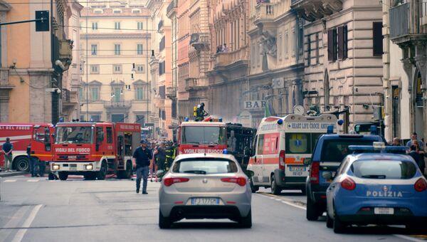 Службы спасения в центре Рима, где загорелся автобус. 8 мая 2018