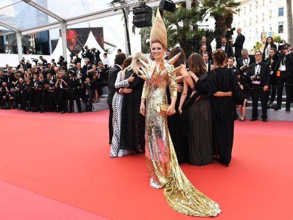Российская писательница Лена Ленина на красной дорожке церемонии открытия 71-го Каннского международного кинофестиваля