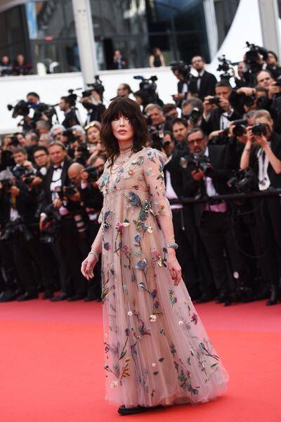 Актриса Изабель Аджани на красной дорожке церемонии открытия 71-го Каннского международного кинофестиваля