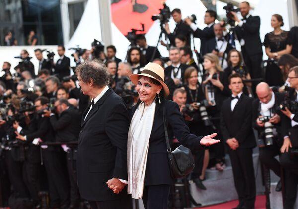 Актриса Анна Карина на красной дорожке церемонии открытия 71-го Каннского международного кинофестиваля