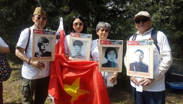 Участники акции Бессмерный полк в Пекине, КНР. 9 мая 2018