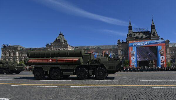 Транспортно-пусковая установка зенитного ракетного комплекса С-400 Триумф на военном параде, посвященном 73-й годовщине Победы в ВОВ