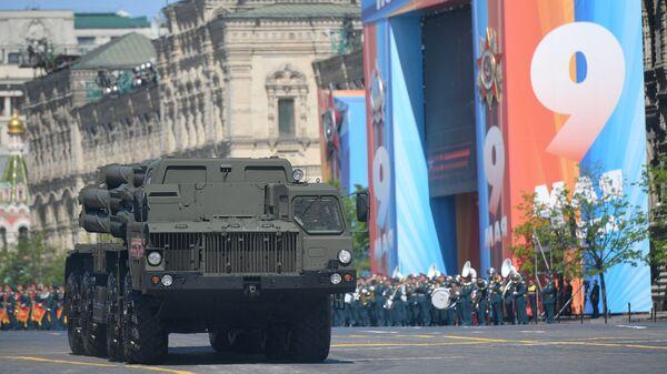 Боевая машина реактивной системы залпового огня Смерч на военном параде