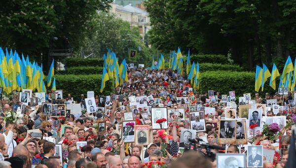 Участники акции Бессмертный полк в Киеве. 9 мая 2018
