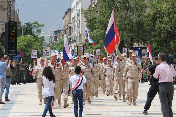Участники акции Бессмертный полк в Латакии, Сирия. 8 мая 2018