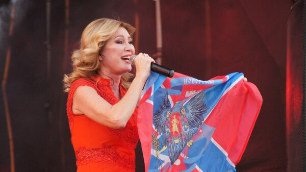 Виктория Цыганова на концерте в Луганске