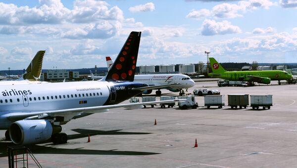 a69b4f52ad74c Самолеты авиакомпаний Brussels airlines, Austrian airlines и S7 в аэропорту  Домодедово