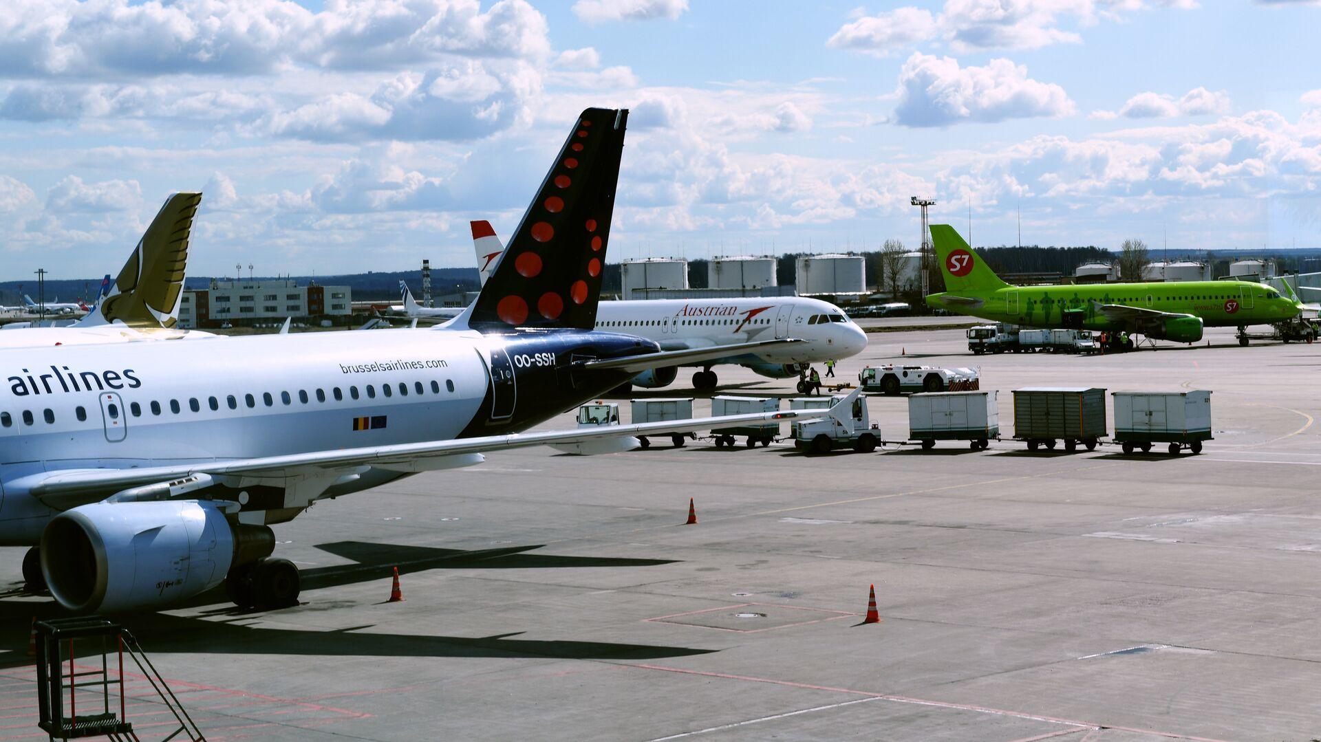 Самолеты авиакомпаний Brussels airlines, Austrian airlines и S7 в аэропорту Домодедово - РИА Новости, 1920, 27.05.2021