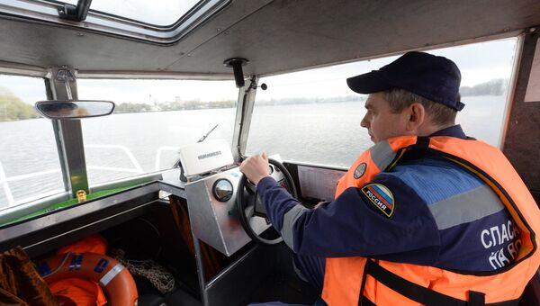 Московские водяные: что приходится делать столичным спасателям на воде