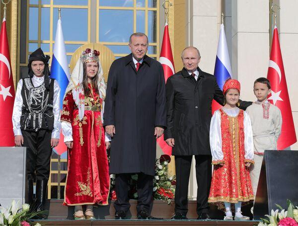 Президент РФ Владимир Путин и президент Турецкой Республики Реджеп Тайип Эрдоган на церемонии запуска строительства первого энергоблока атомной электростанции (АЭС) Аккую
