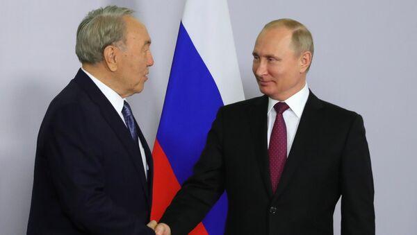 Президент РФ Владимир Путин и президент Казахстана Нурсултан Назарбаев во время встречи в Сочи. 14 мая 2018