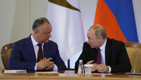 Президент РФ Владимир Путин и президент Молдавии Игорь Додон. Архивное фото