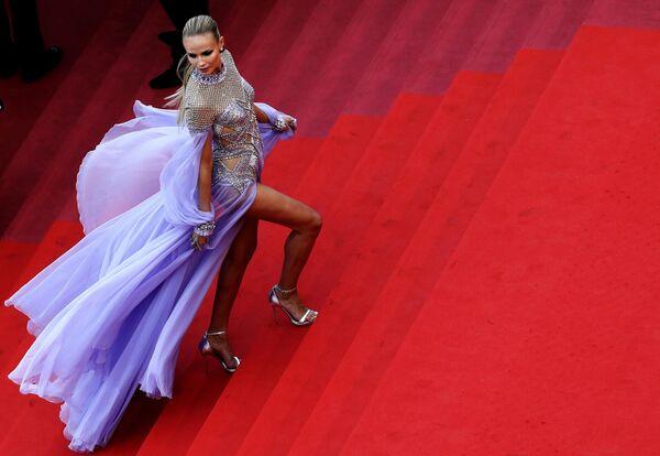 Актриса Наташа Поли на красной дорожке в рамках 71-го Каннского международного фестиваля
