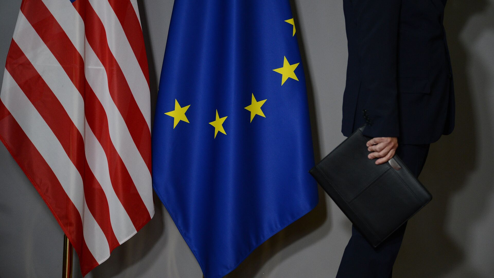 """""""Это объявление войны"""". Французы осудили Байдена за """"возращение Америки"""""""