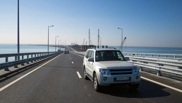 Начало автомобильного движения по Крымскому мосту. Архивное фото