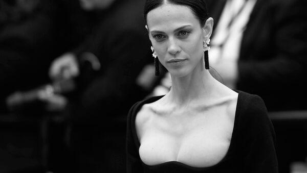 Актриса Эмелин Валад на красной дорожке в рамках 71-го Каннского международного кинофестиваля