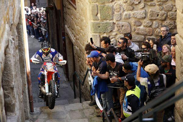 Участник пролога гонки Extreme XL Lagares в Португалии