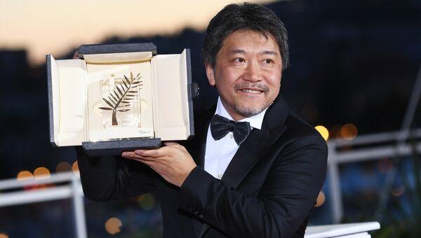 Режиссер Хирокадзу Корээда на фотосессии победителей в рамках церемонии закрытия 71-го Каннского международного кинофестиваля.