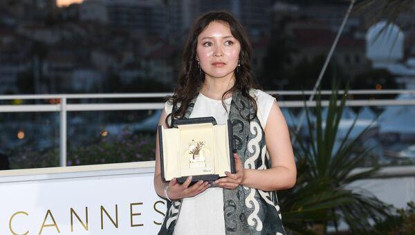 Актриса Самал Еслямова на фотосессии победителей в рамках церемонии закрытия 71-го Каннского международного кинофестиваля. 19 мая 2018