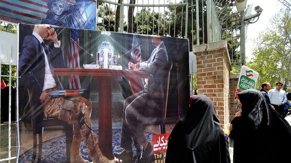 Антиамериканская демонстрация у здания бывшего посольства США в Тегеране