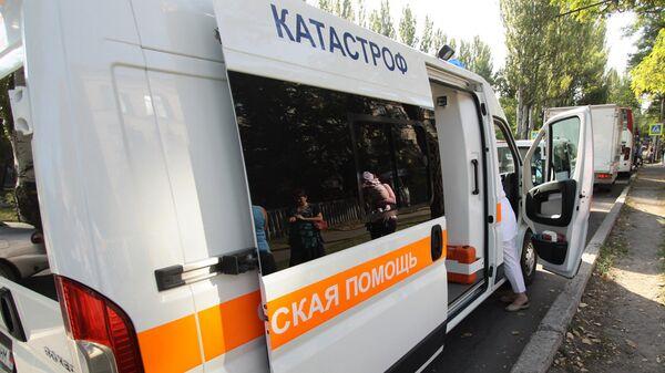 Автомобиль скорой помощи на одной из улиц в Донецке