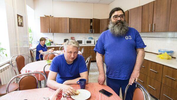 Врач первой подстанции московской скорой помощи иеромонах Феодорит (Сеньчуков) с коллегой