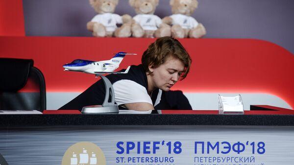 Подготовка павильонов в конгрессно-выставочном центре Экспофорум накануне открытия Санкт-Петербургского международного экономического форума