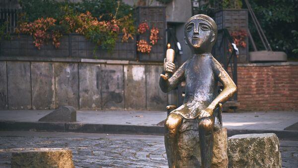 Памятник Тамаде в Тбилиси